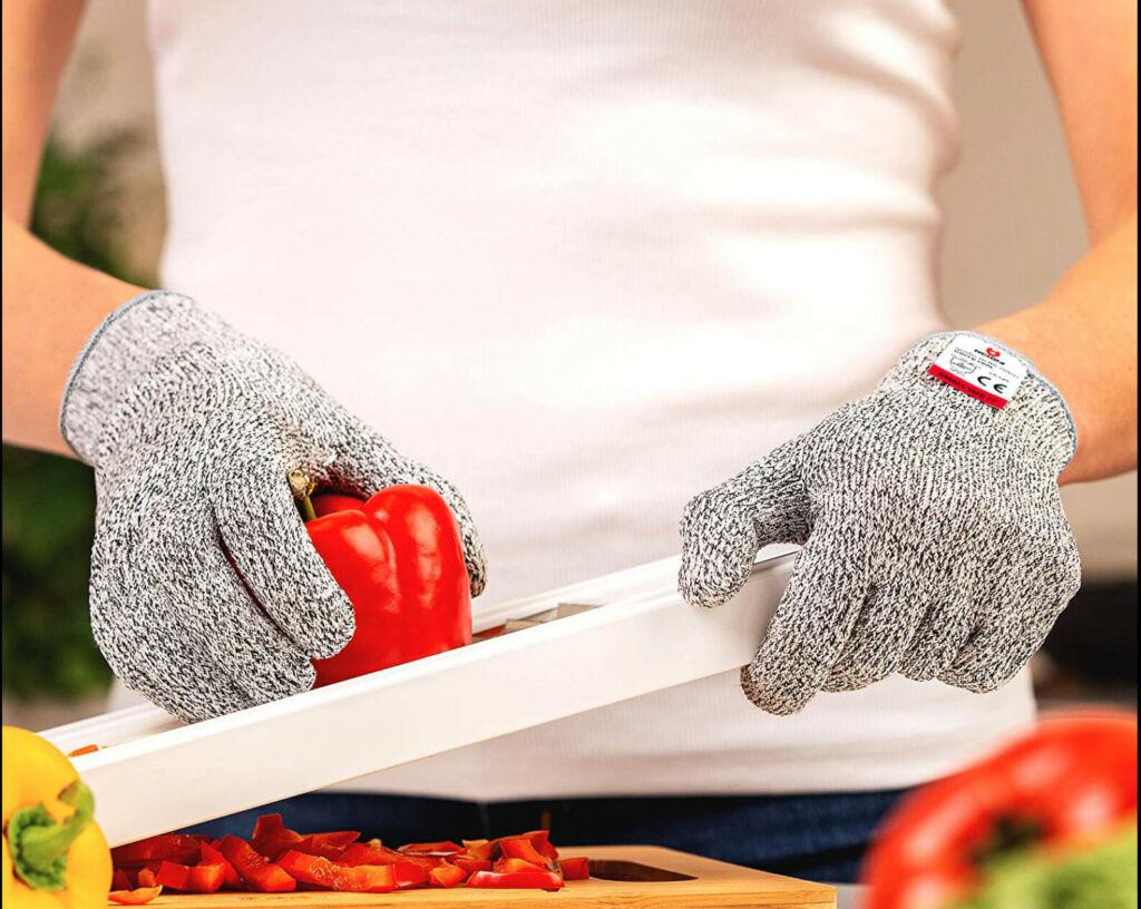 Cut-proof cut resistant gloves